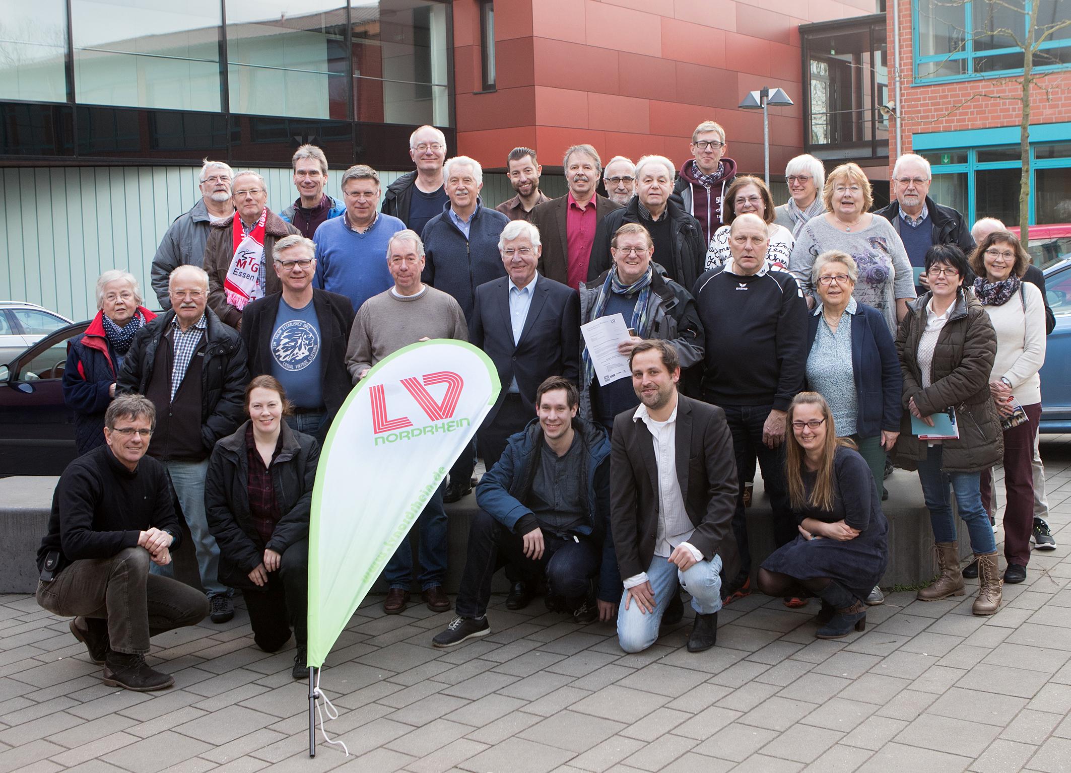 Das Bild zeigt die Vertreter der Essener Vereine und den ehemaligen Kreisvorstand bei der konstituierenden Regionssitzung