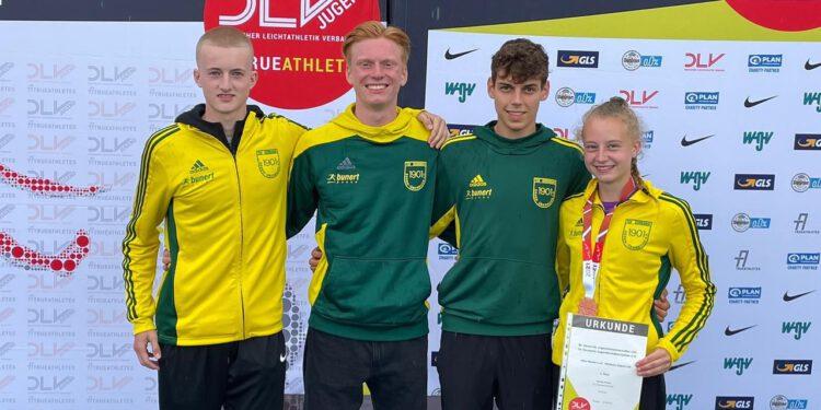 Das Bild zeigt die vier Teilnehmer von links: Finn-Ole Nilsson, Noah Felix Herrmanny, Luca Hoffmann und Medaillengewinnerin Viktoria Heising. (Bild: Lukas Rüenauver)